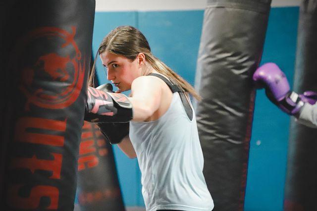 girl-punching-bag-memphis-fitness-kickboxing-bartlett-tennessee